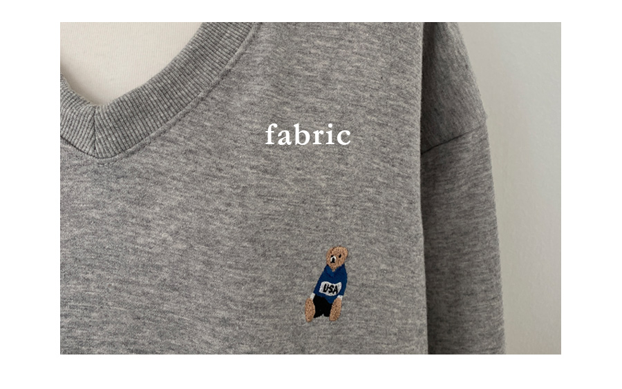 V領刺綉小熊長袖上衣