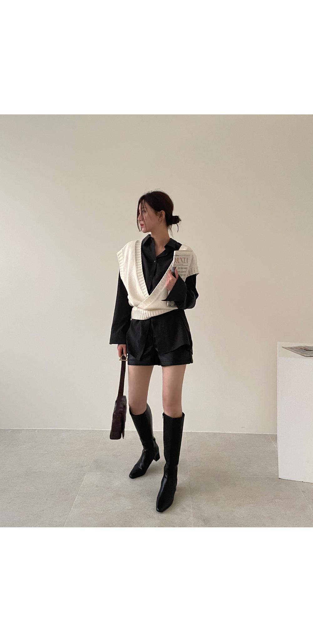 Pilton leather short pants / black