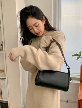 Leon square shoulder bag