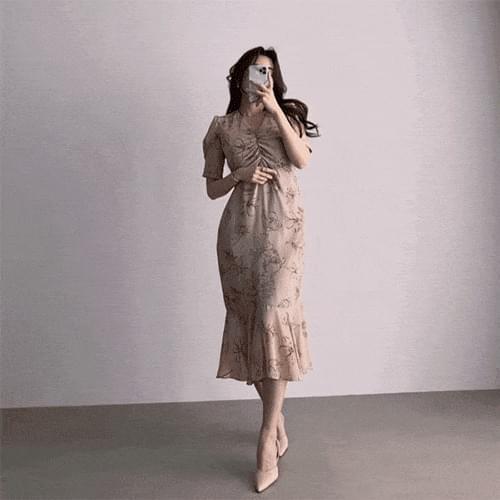 Thin V-Neck Short Sleeve Puff Shirred Chiffon Flower Dress 及膝洋裝