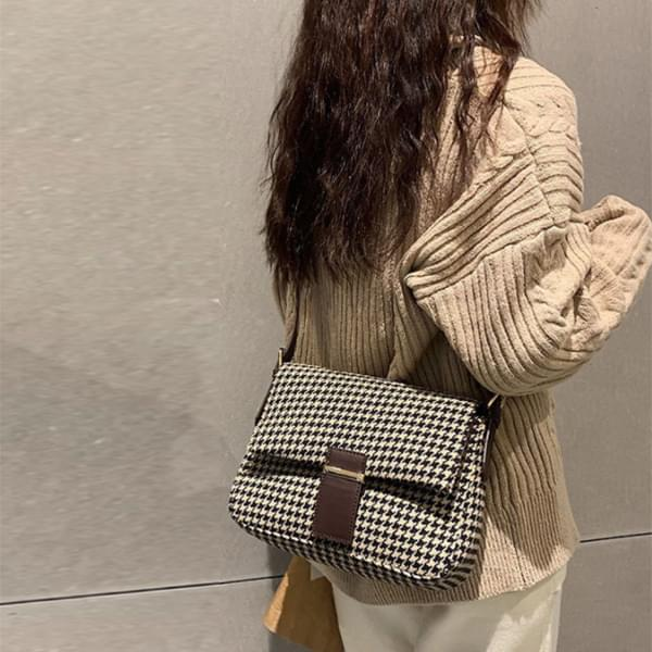 Hound check crossbody bag 肩背包