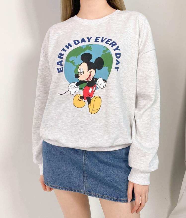 Earth With Cartoon Mouse Print Sweatshirt