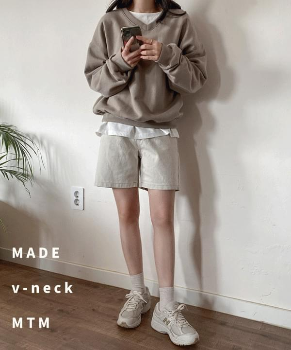 Watt Loose-fit V-Neck Sweatshirt