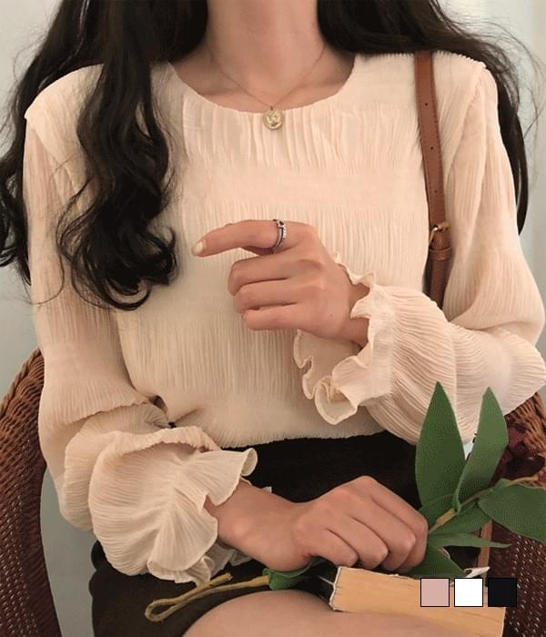 Della ruched sleeve ruffled blouse (Delayed delivery)