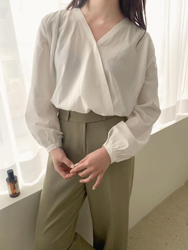Shirring Diagonal Blouse