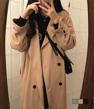 A trench coat that can be worn casually 大衣外套