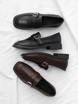 Isshu Classic Buckle Strap Loafers 10828 ♡ First Edition ♡
