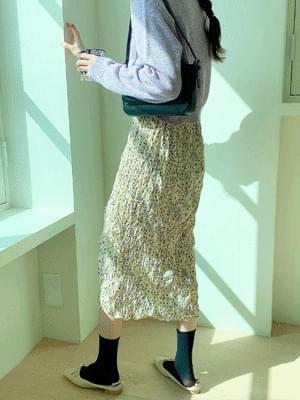 Fluffy pleated skirt