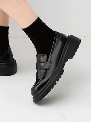 Isshu enamel double outsole full heel clipper loafers 10891