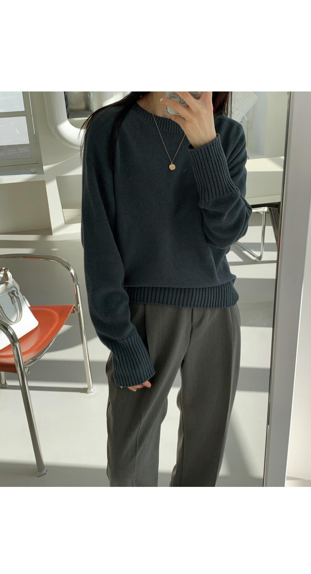 Trendy round neck knit / blue navy