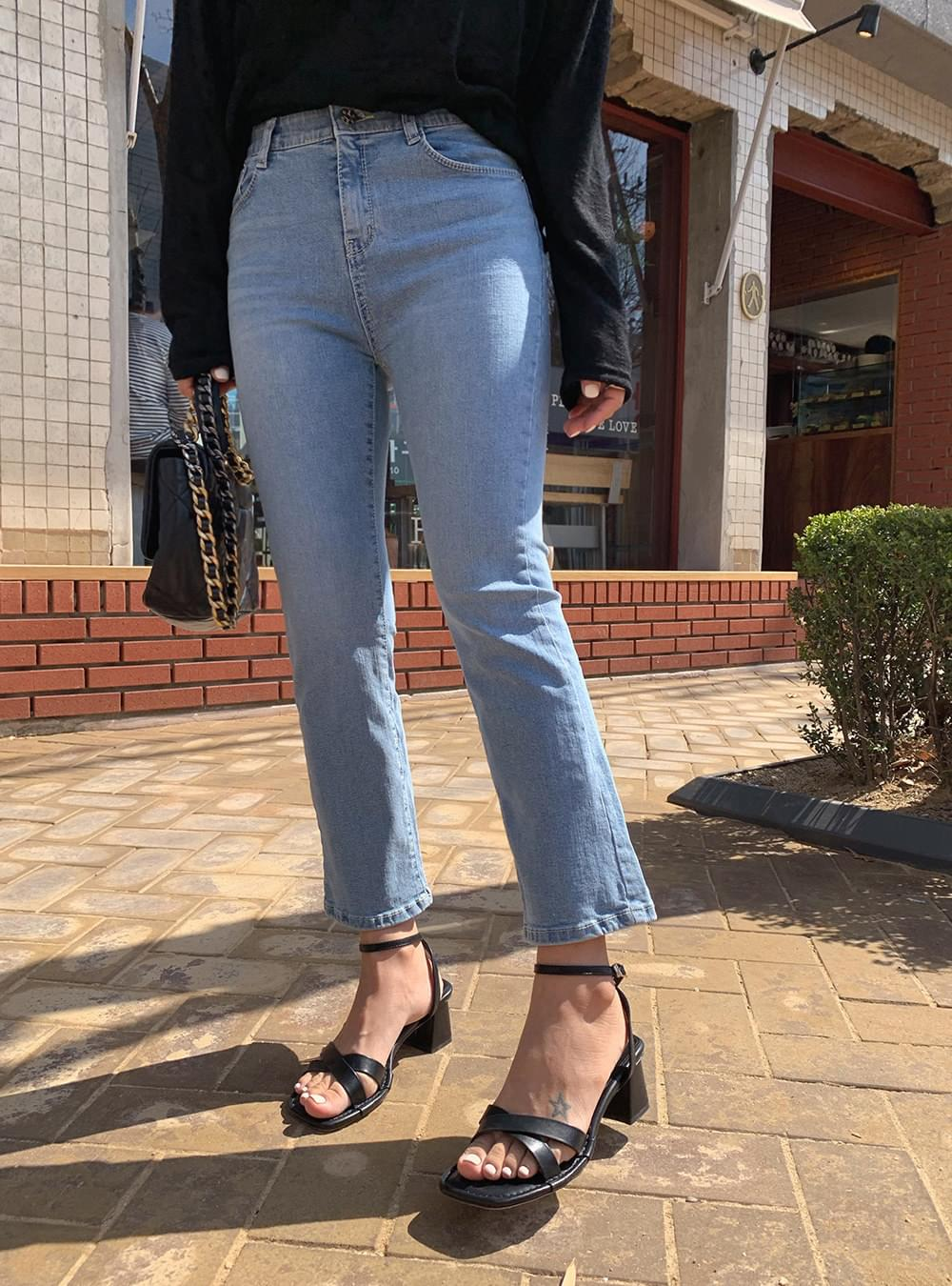 Cross strap middle sandals