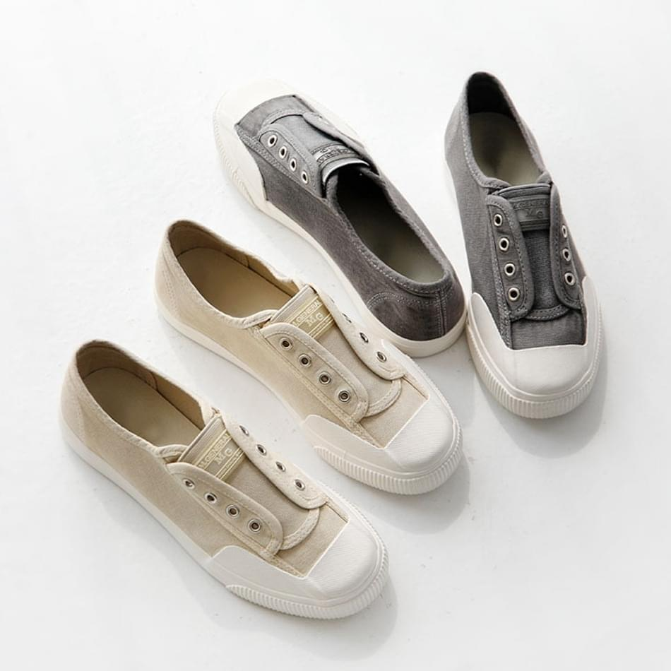 I like the sneakers 2cm