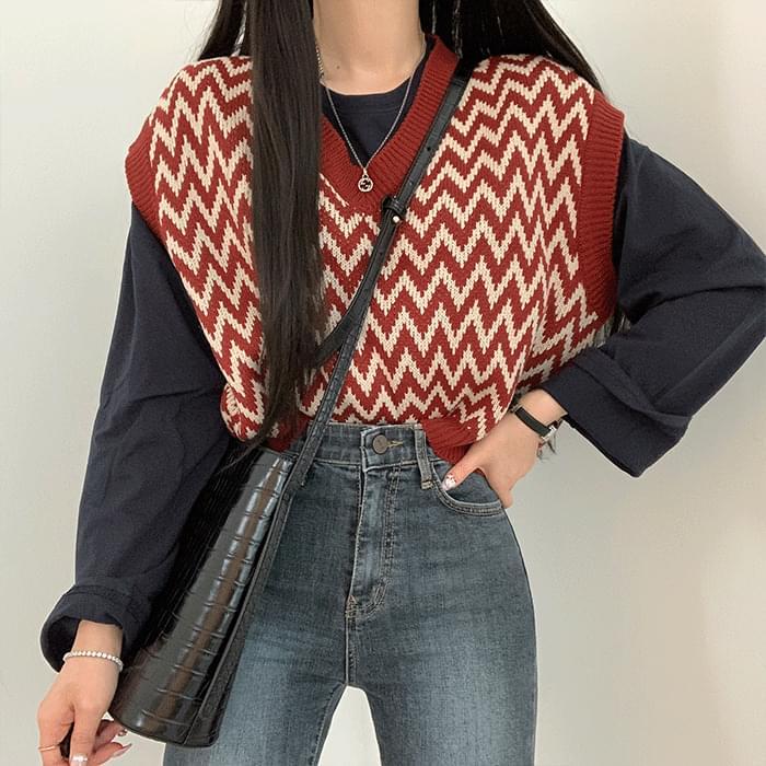 Zigzag pattern vest