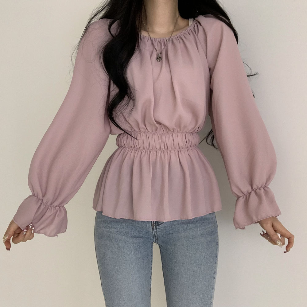 A blouse that becomes a goddess with just one of these clothes