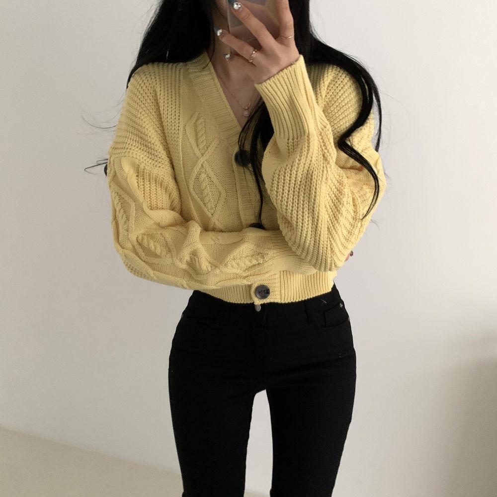 Pretty cropped Twisted cardigan