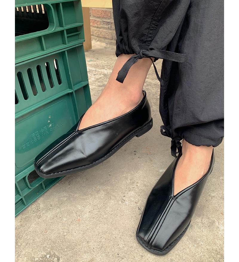 Unique Line Flat Shoes