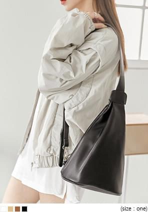 韓國空運 - 仿皮素面錐形拉鍊肩背包