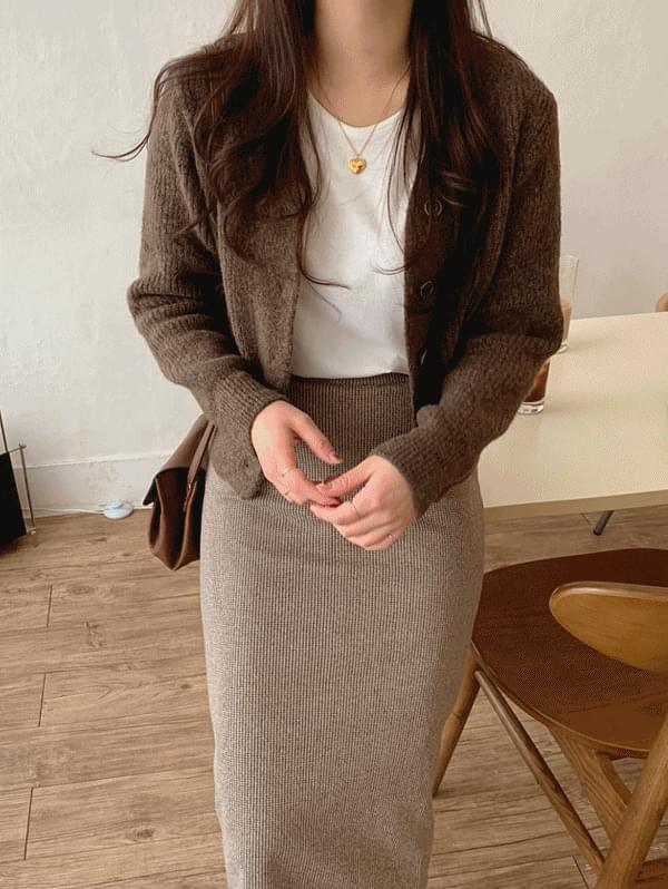 Moden semi-cropped cardigan