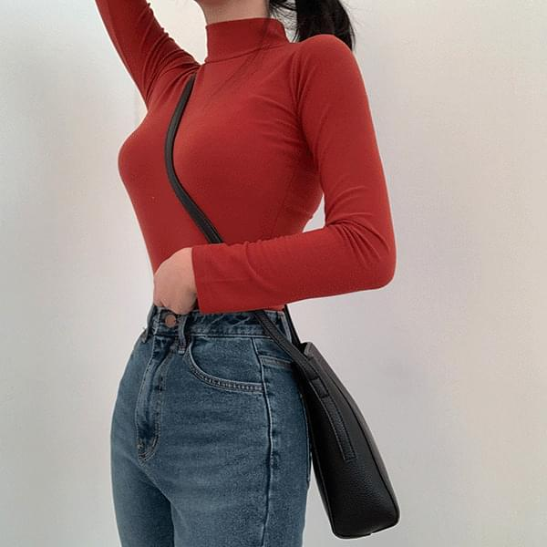 A antagonistic Turtleneck T-shirt perfect as an inner