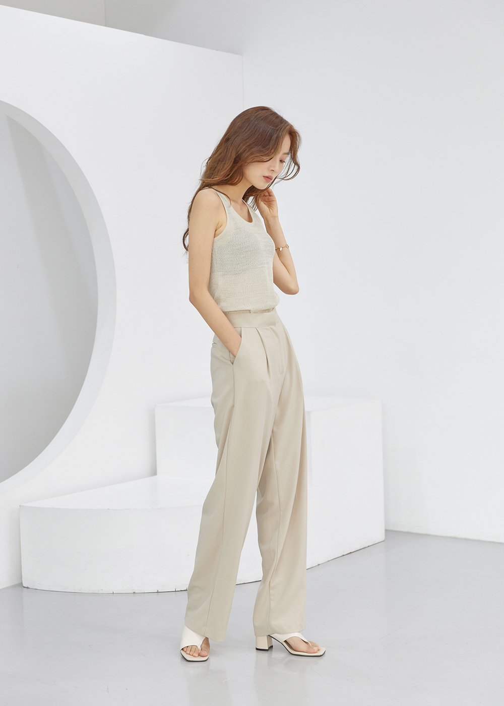 Pure Round Knitwear Sleeveless