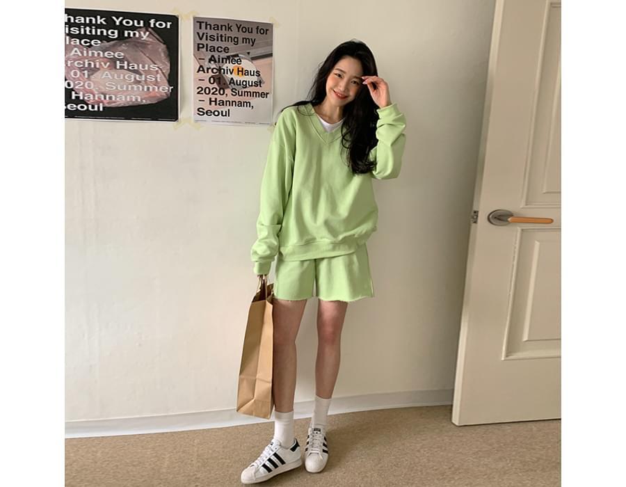 Claire V - V-Neck Sweatshirt& Cutting Half Pants SET