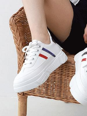 Isshu Double Line Lace-up Sneakers 10901