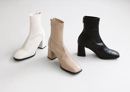 Scanin square ankle boots