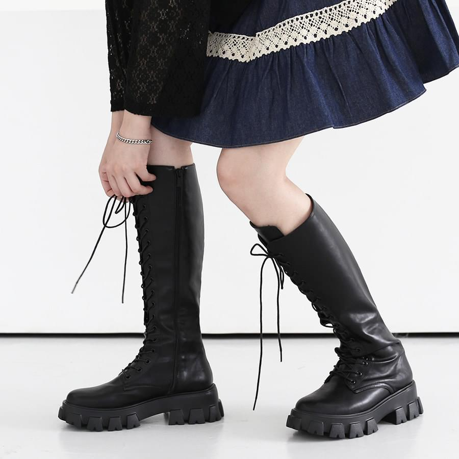Blunt lace-up long boots