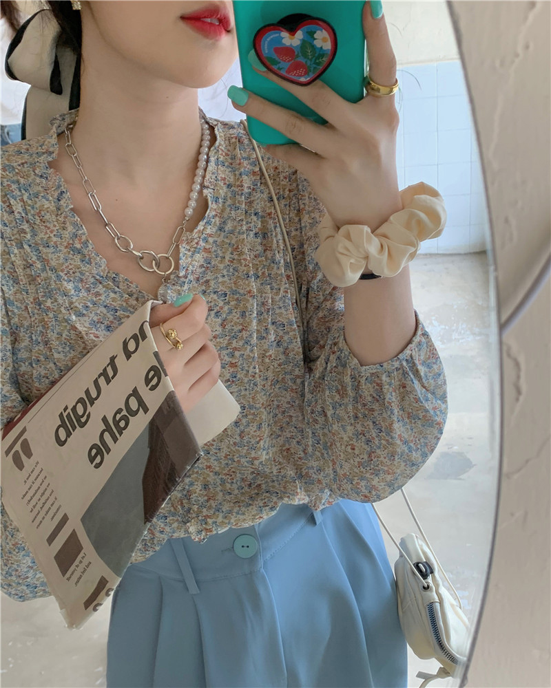 bl3986 Anne floral V-Neck blouse