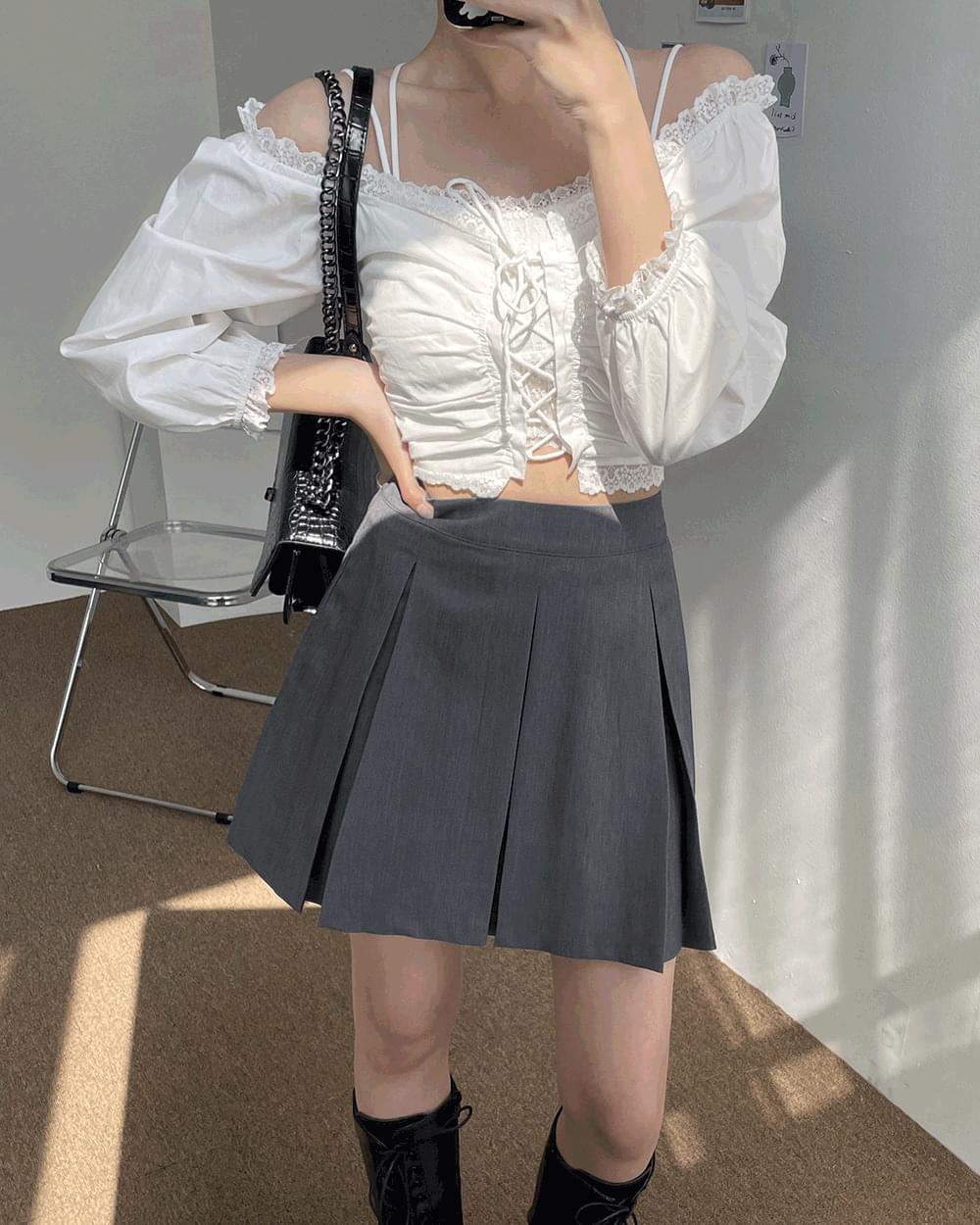 Profit pleated mini skirt