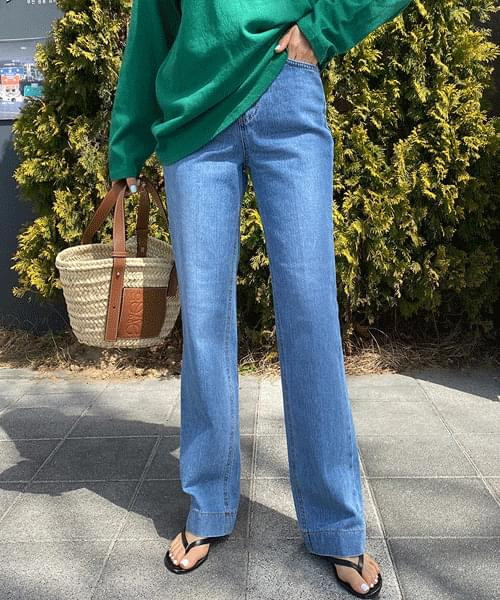 Straight hem stitched straight jeans