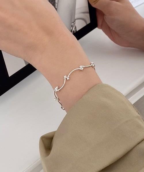 free linkage bracelet + lavenir pouch