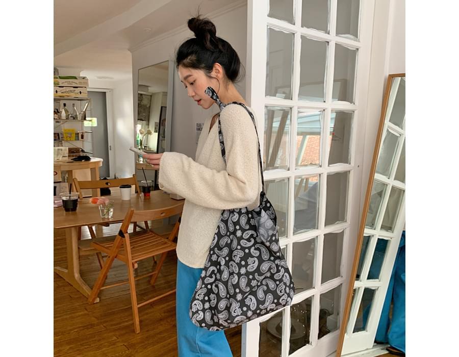 Color paisley shoulder bag