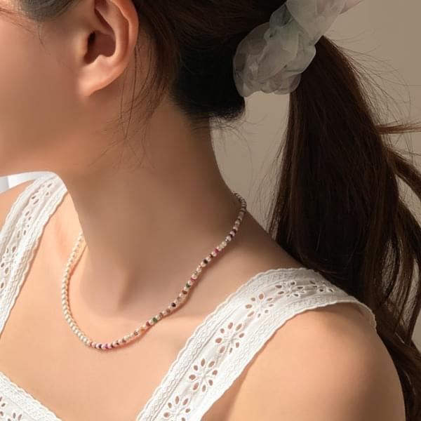 Round Vivid Half Pearl Necklace