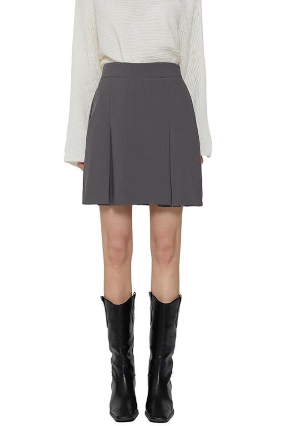 Plain pleated mini skirt