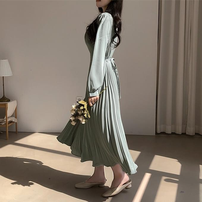 Pleated Long Dress with Atmosphere