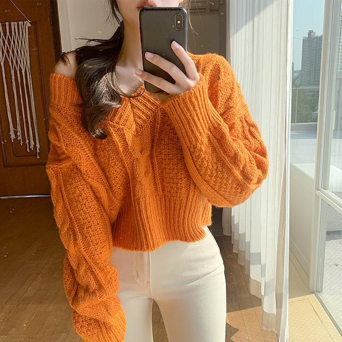 Vitamin Wool 70% Twisted Crop V-Neck Knitwear