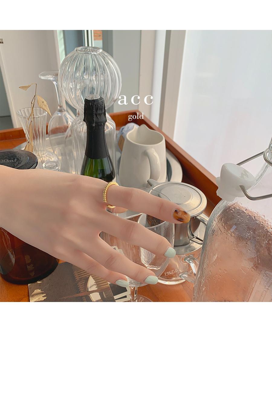 Larum antique ring