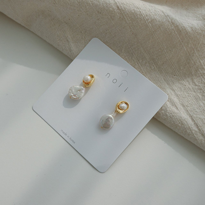 Neju Pearl Titan Needle Earrings