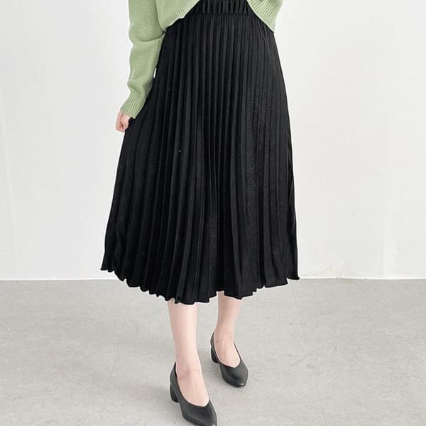 Silky pleated long skirt