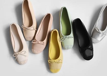 Touching Ribbon Flat Shoes