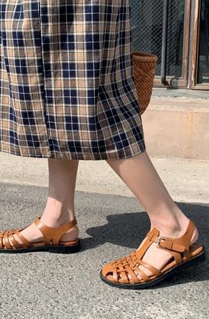 Rounded Gurkha strap sandals