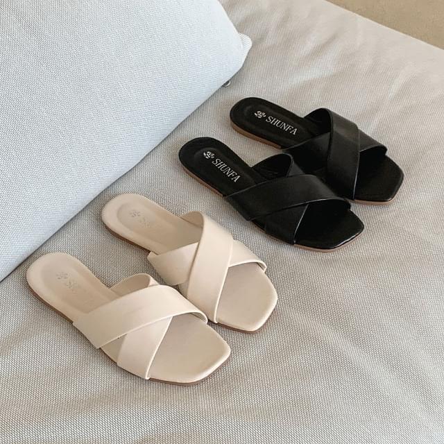 Cross x strap slippers