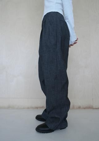 easy silhouette denim pants