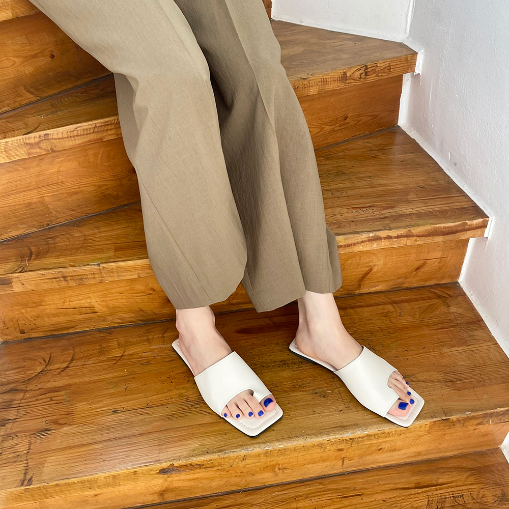 Square thumb flip flops