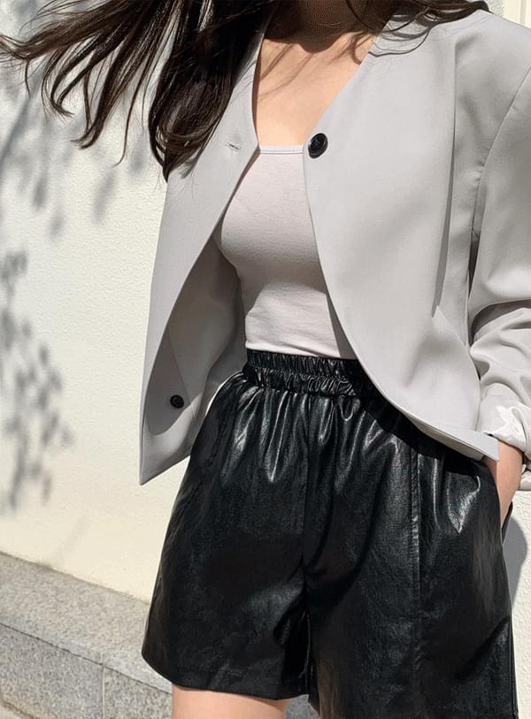 Ms. leather short pants