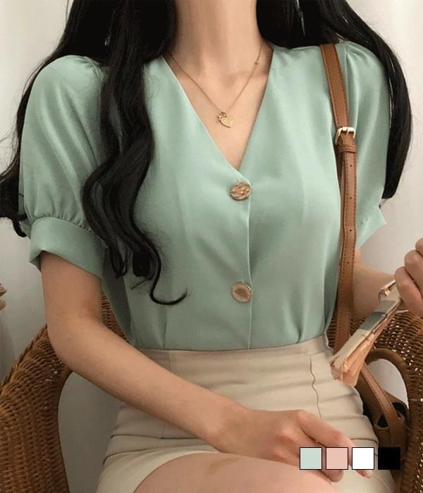 Lyle gold button short sleeve blouse