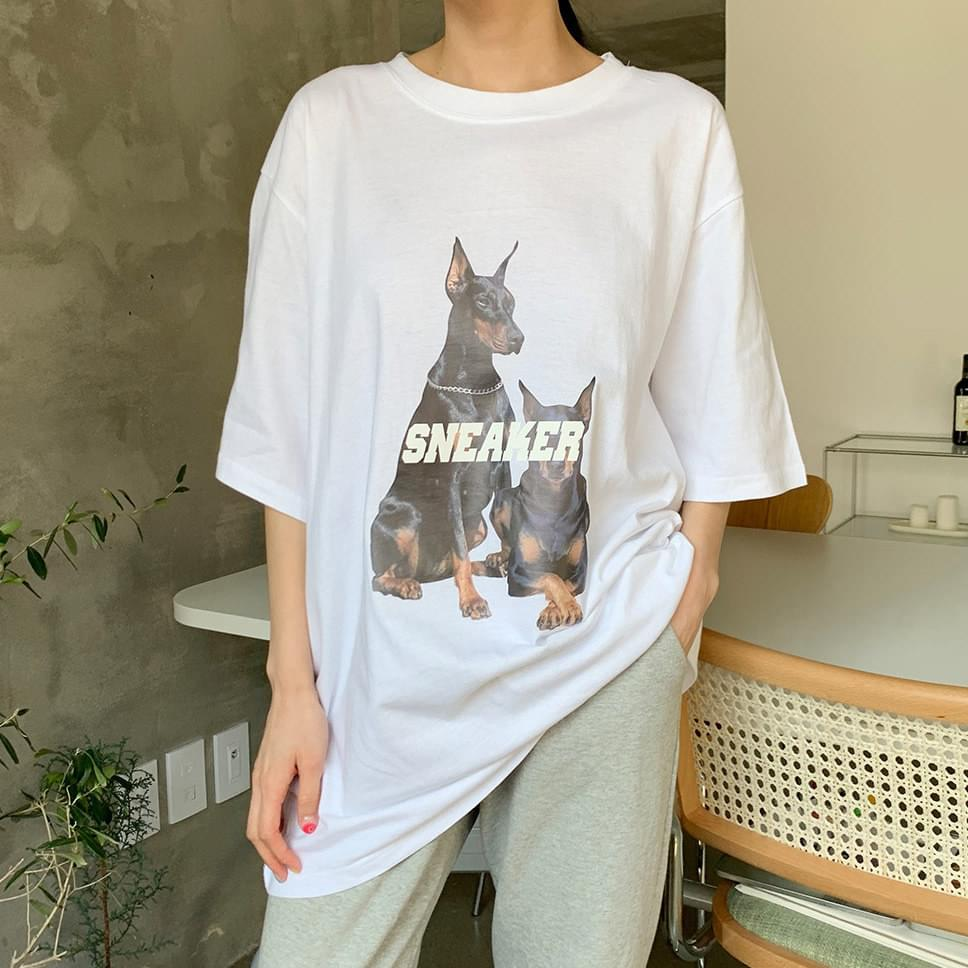 Sneakers dog Boxy short-sleeved T-shirt