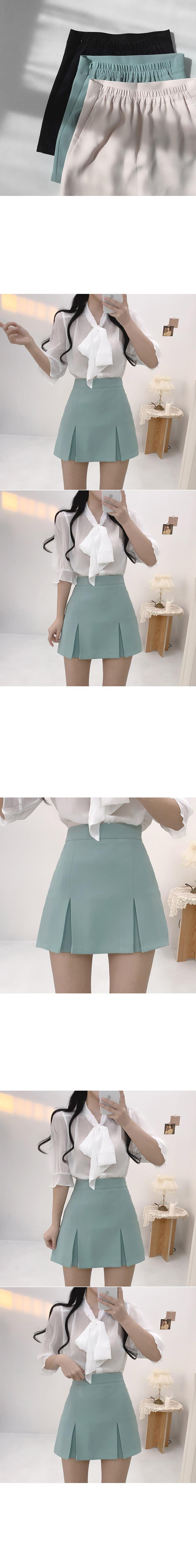 Queen's split pleated skirt