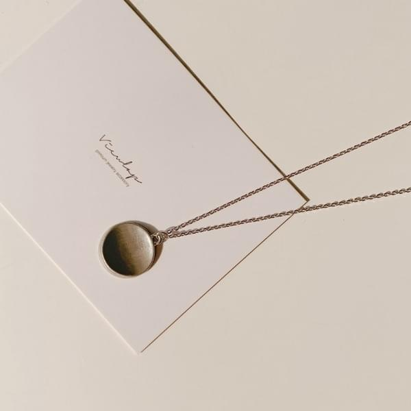 Libby circle necklace